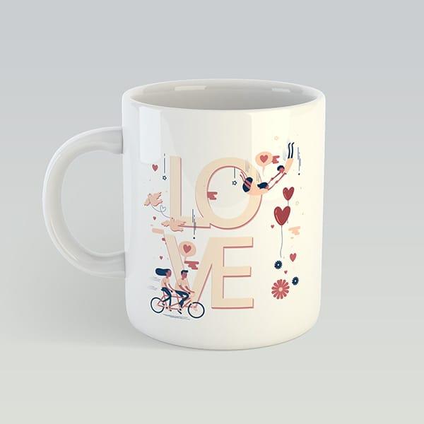 Белая чашка на подарок с надписью LOVE