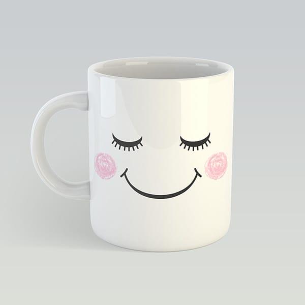 Белая чашка с мимишным смайлом