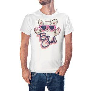 Белая мужская футболка с принтом Be cool на подарок